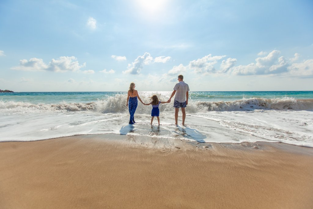 beach-family-fun-leisure-ocean_