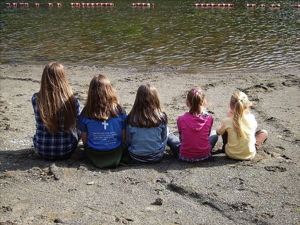 children-girls-sisters-family