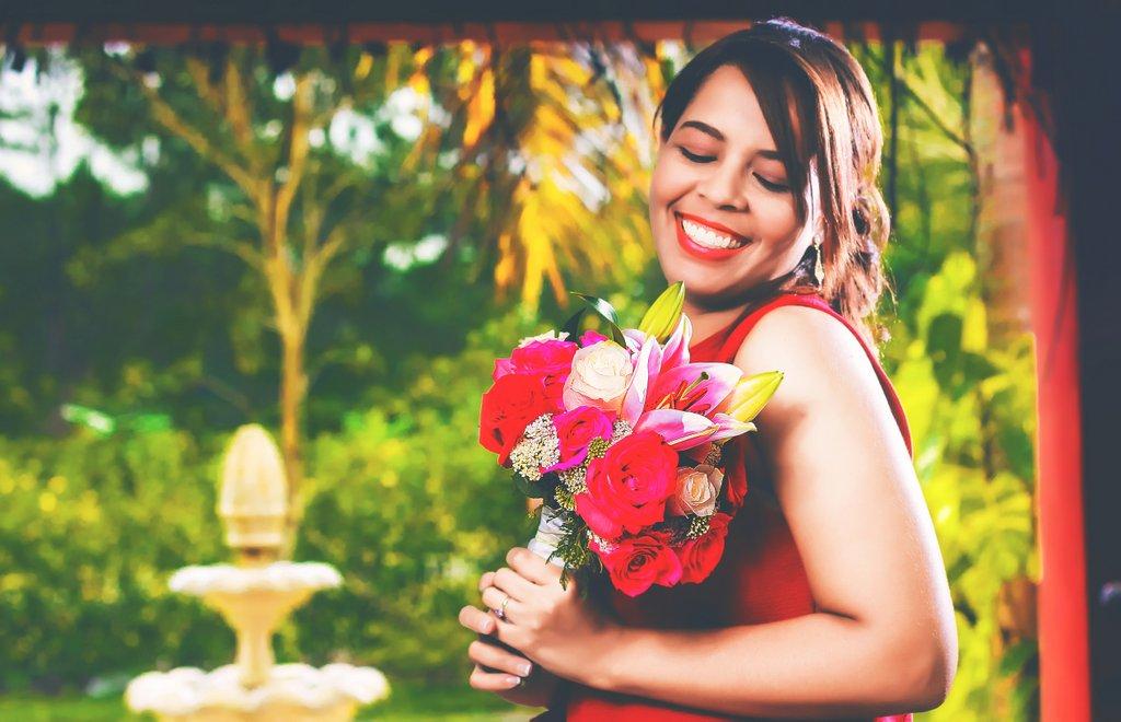 woman-bouquet-of-flowers-flowers