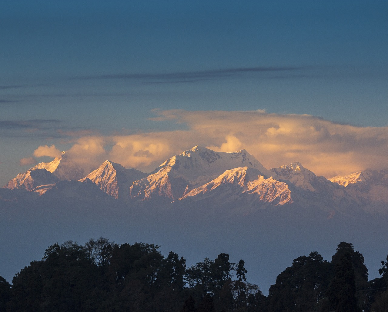 Darjeeling_himalayas_India_PD