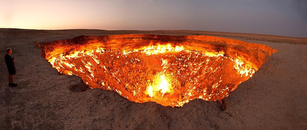 Darvasa_gas_crater_Turkmenistan_CCNYSA2.0