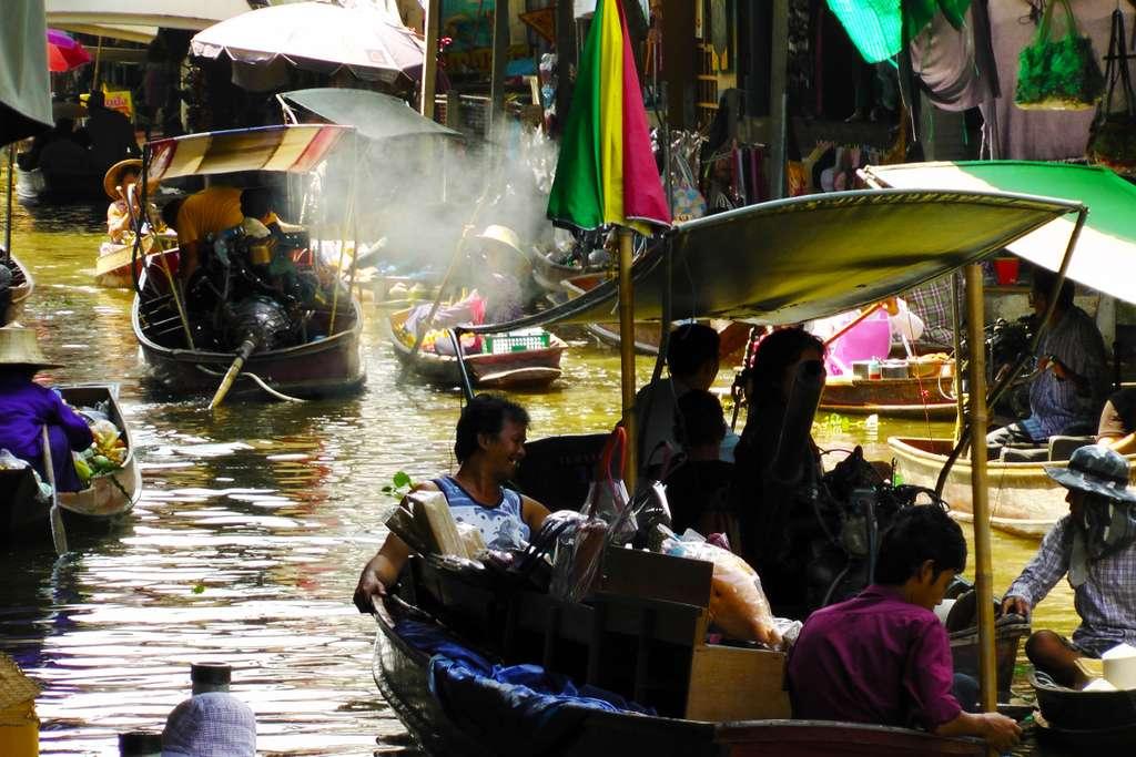 floating-market-bangkok-thailand
