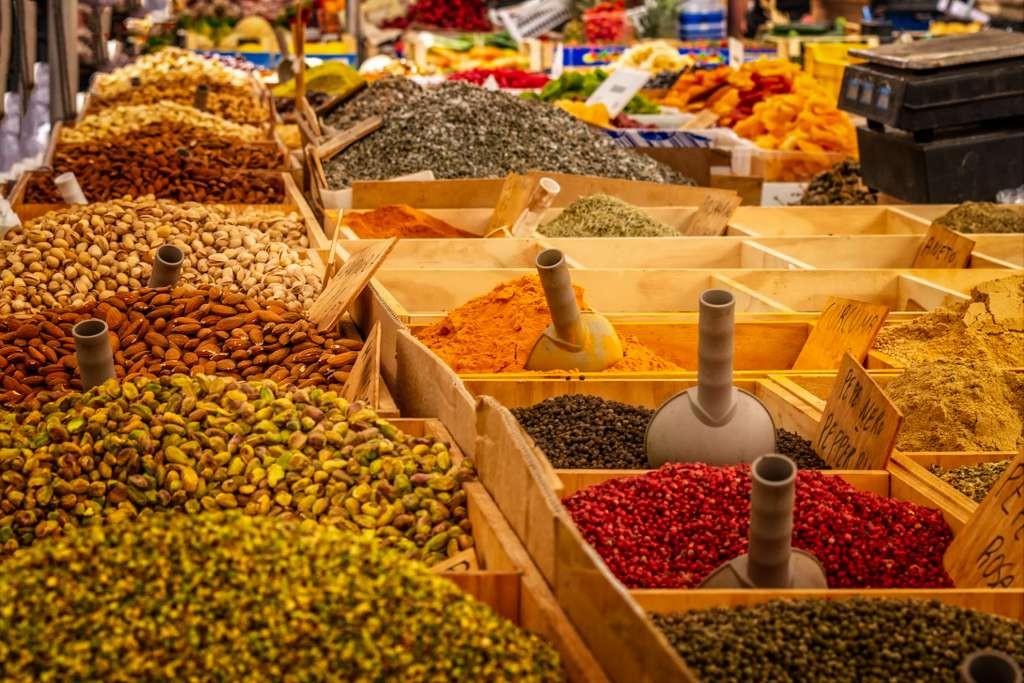 market-stand-spices-food