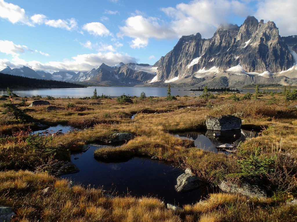 tonquin-valley-hill-mountain-serene