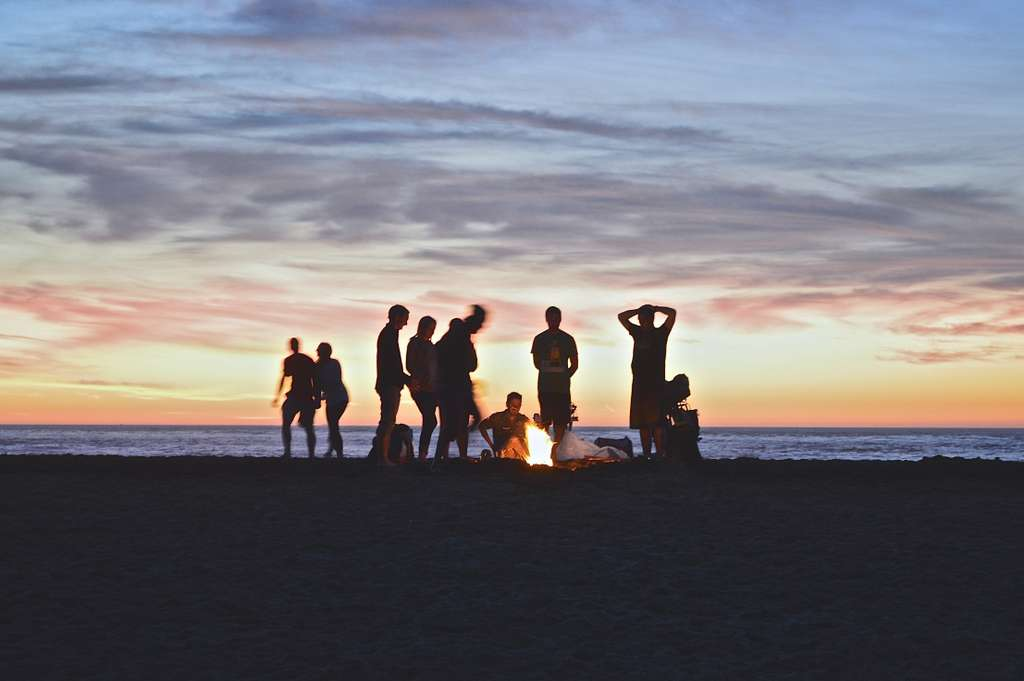 campfire-beach-people-party-sunset