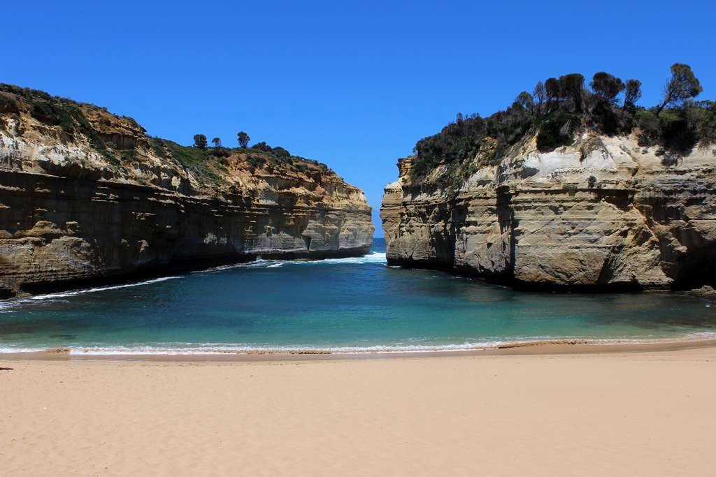 australia-great-ocean-road-cove_PD