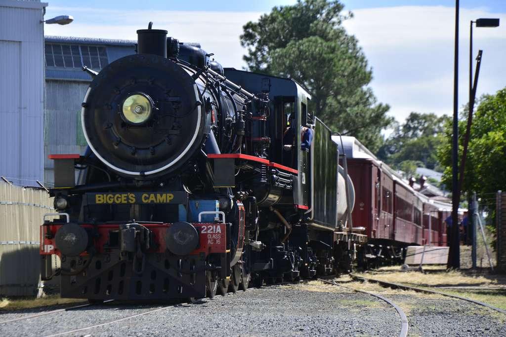 brisbane-queensland-train-railway_PD