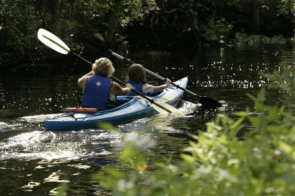 kayaking-water-sport-adventure_PD