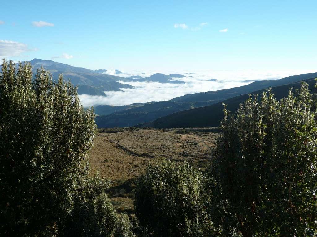 quito-ecuador-volcano-tourism-sky_PD