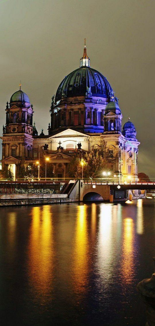 Airbnb report: Berlin (Germany) is one of Top Solo Travel Destinations according to Airbnb