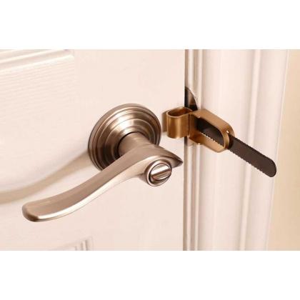 safe-traveling-door-lock