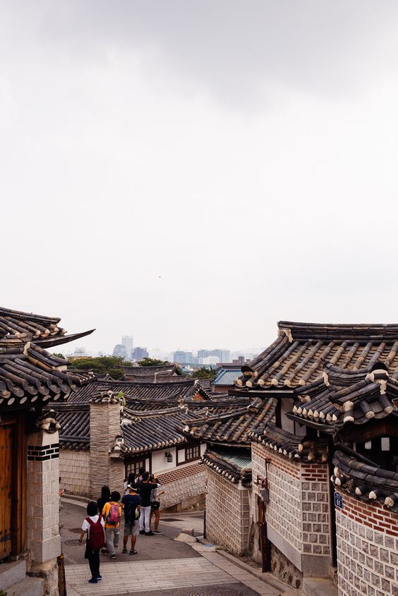 Airbnb report: Seoul (South Korea) is one of Top Solo Travel Destinations according to Airbnb