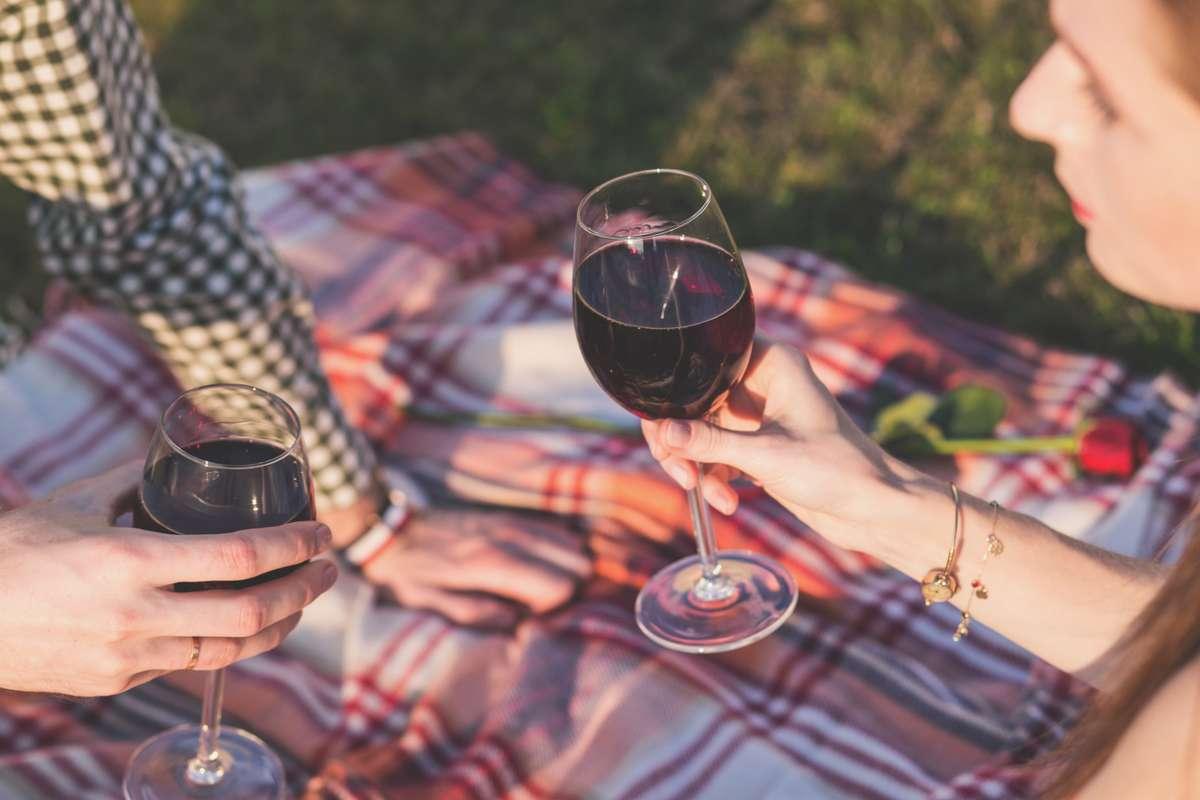 alcohol-blanket-celebration_PD