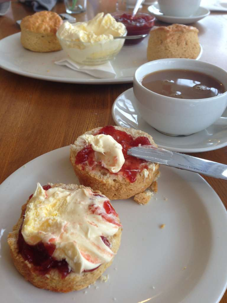 breakfast-cream-tea-jam-cream-tea