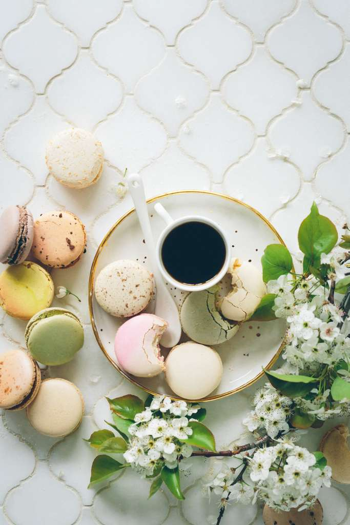 brunch-macaroons-tea-biscuits