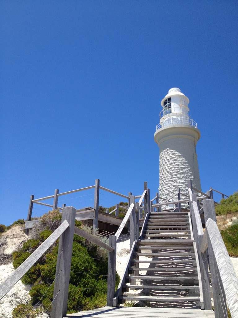 lighthouse-rottnest-australia-beach_PD
