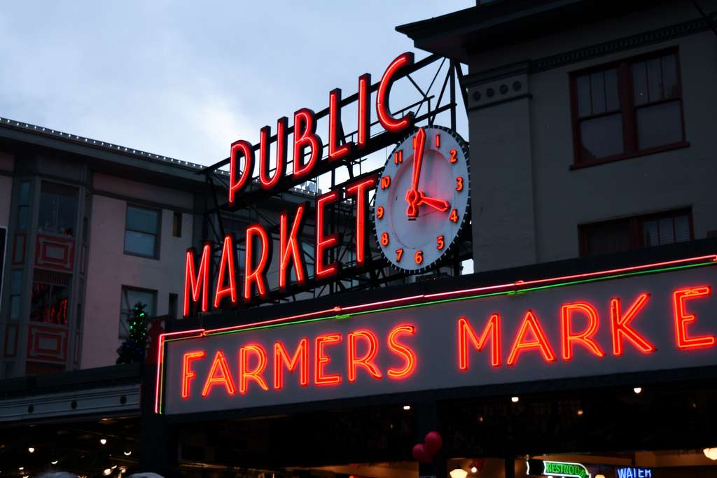 seattle-city-neon-urban-washington_PD