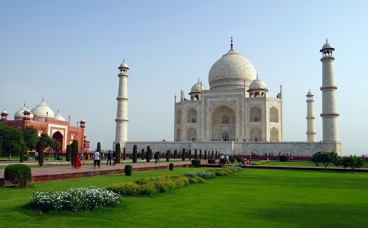 Inside the taj mahal_garden_PD