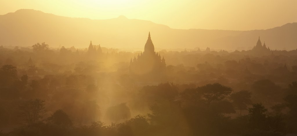 bagan-myanmar-sunset-golden-light