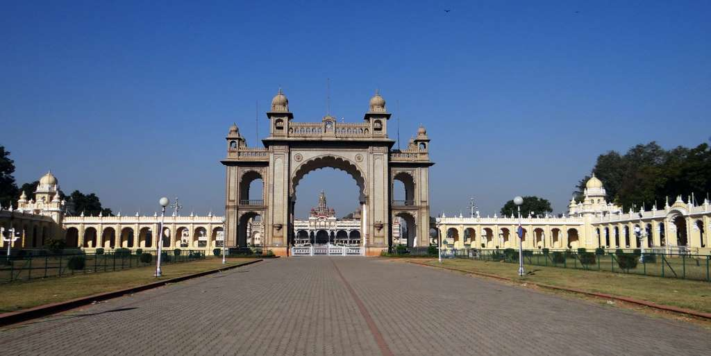 gate-mysore-palace-architecture_PD