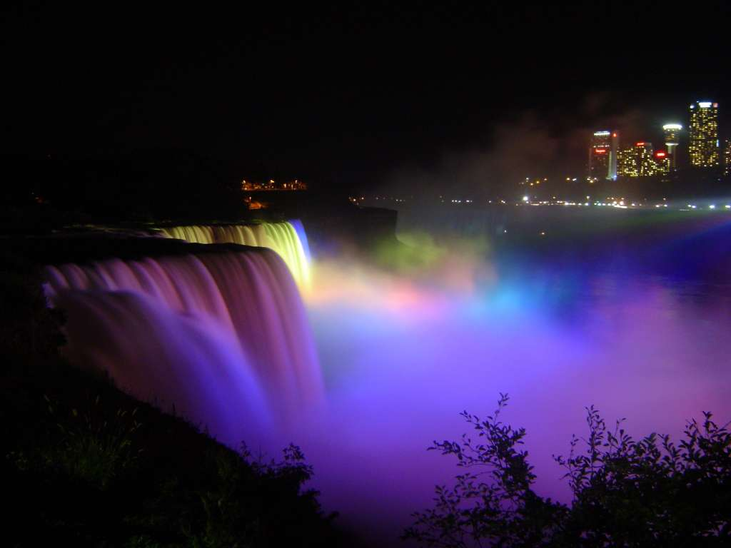 niagara-falls-night-lights-canada