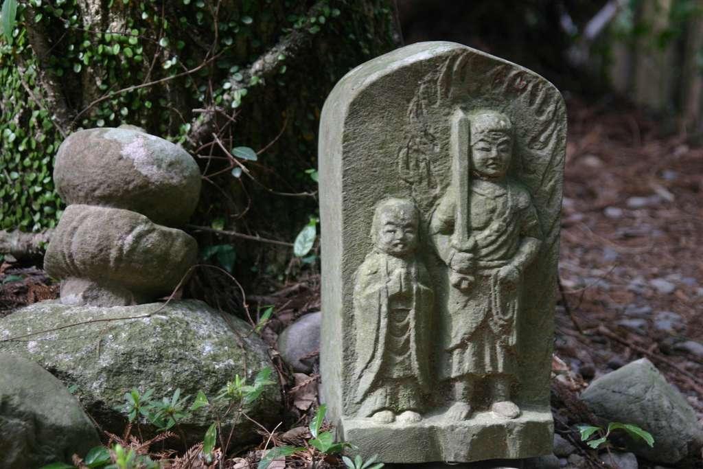 Statue_on_the_Kii_mountain_range_PD