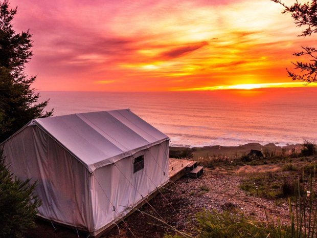 Best Glamping Experiences for Couples. All-Inclusive Luxury Tents in Northern California. Glamping Hub.