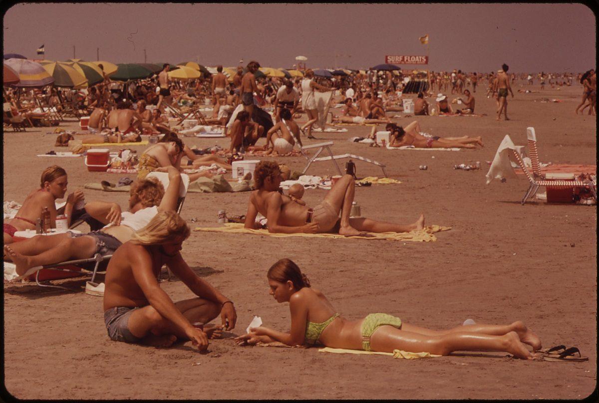 Hot & Sizzling Vintage Photos of Sunbathing & Tanning_STEWART_BEACH_EASTERN_END_OF_GALVESTON_ISLAND_NARA