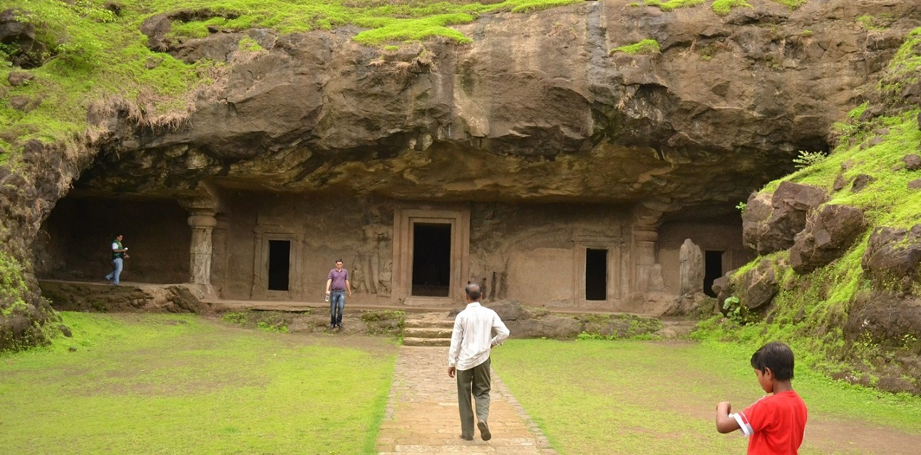Elephanta_Caves_in_Elephanta_Island_in_Maharashtra