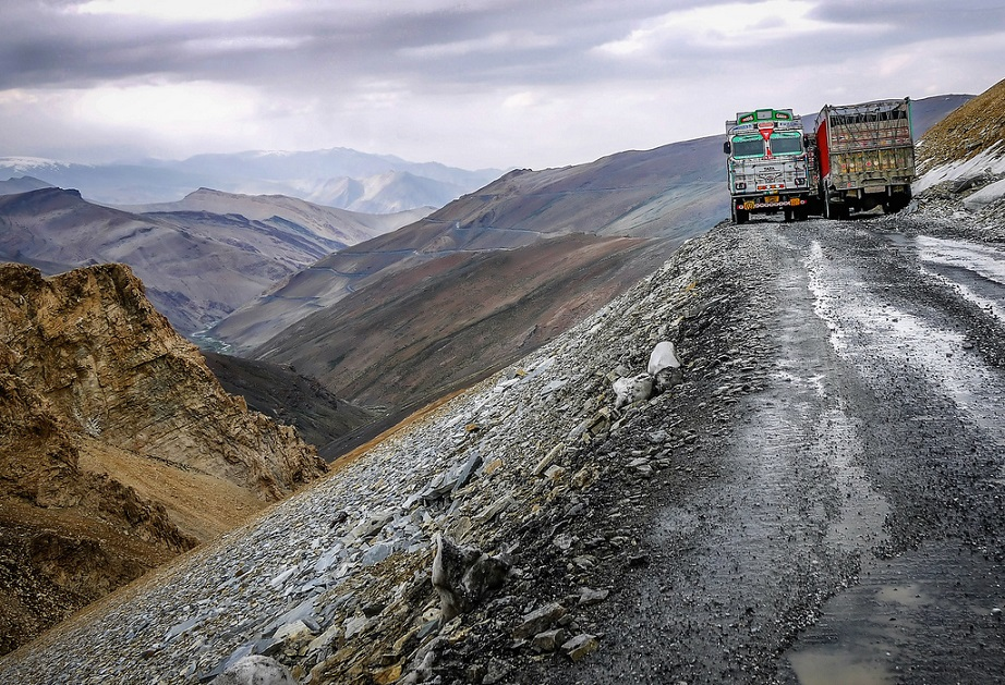 Manali Leh Highway Narrow Roads