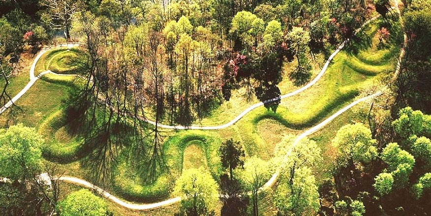 The Great Serpent Mound of Ohio_Prehistoric Indigenous Indian Peoples
