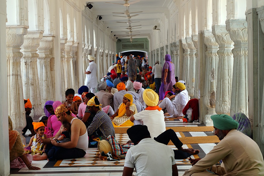 Inside_Golden_temple_Amritsar_India