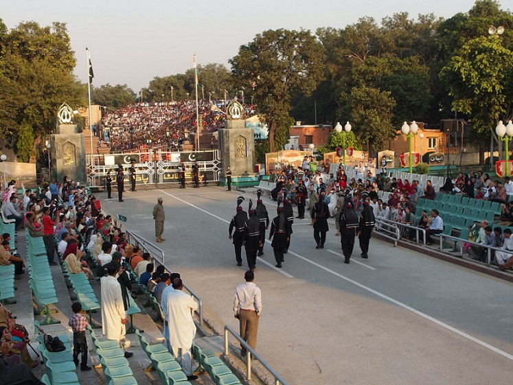 Wagah_border_flag_ceremony_from Pakistan side