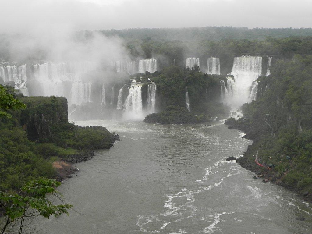 iguazu-falls-brazil-paraná