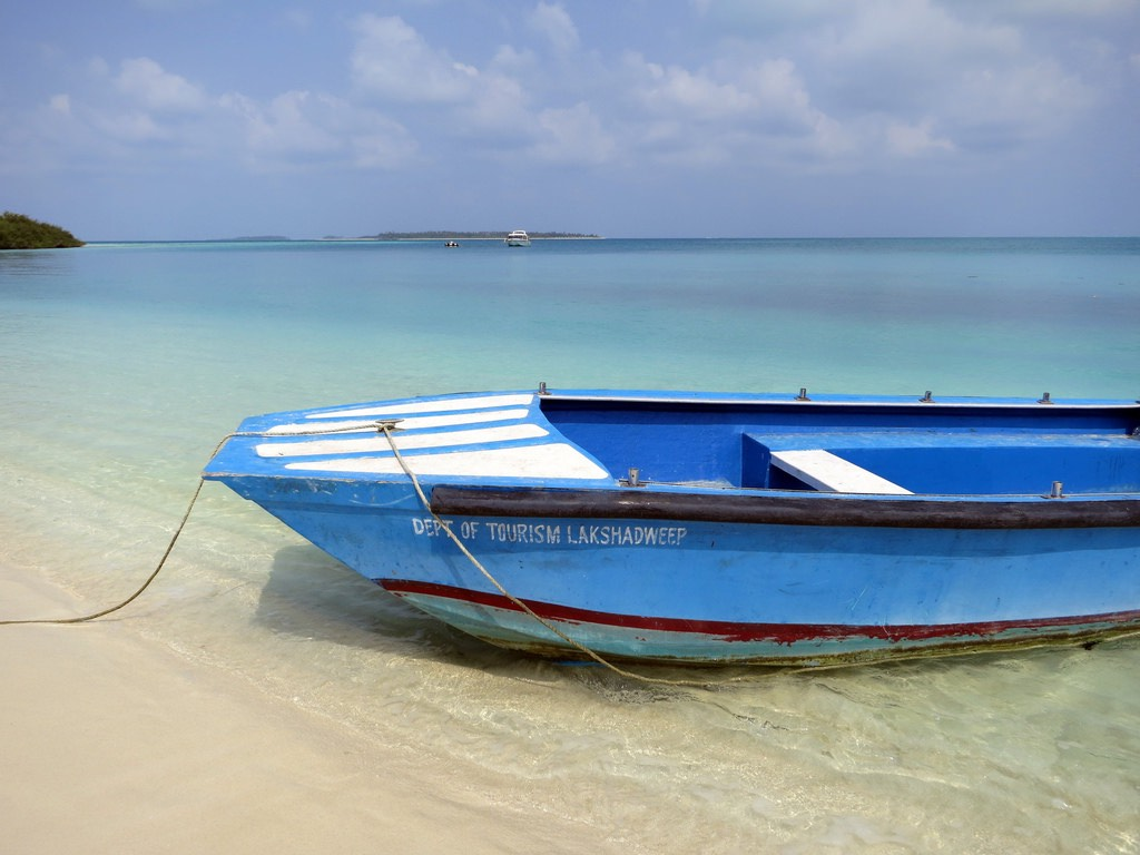 Lakshadweep travel guide rent a boat
