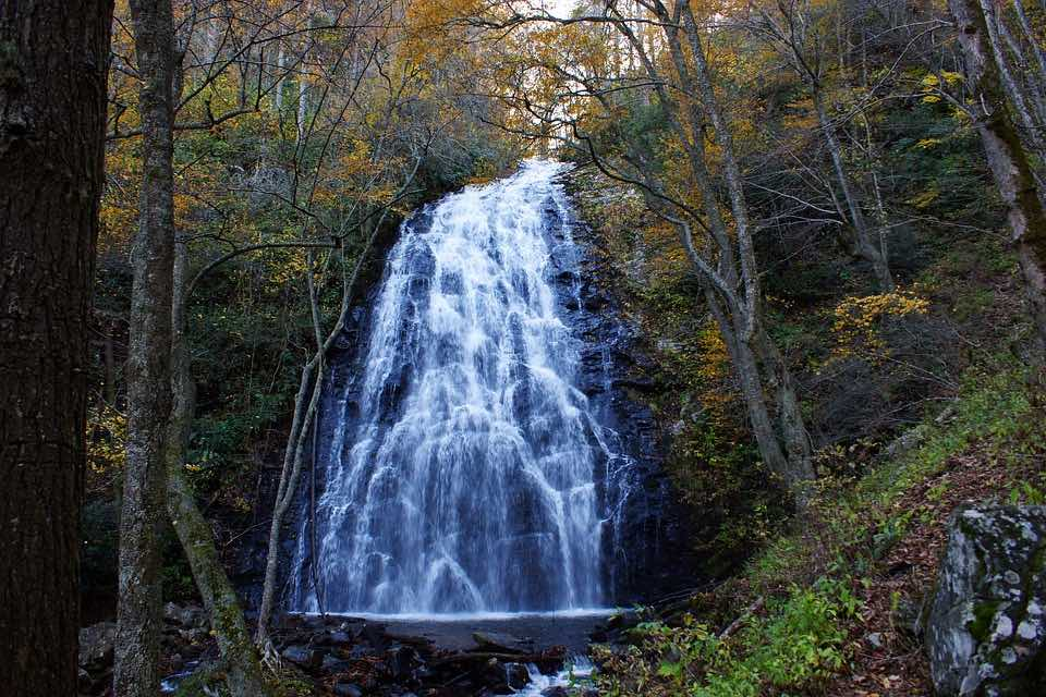 crabtree falls blue ridge mountains north carolina