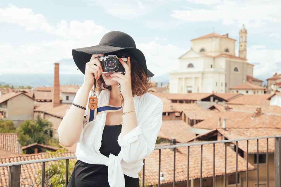 Ways to Take Great Photos of Yourself While Traveling Alone