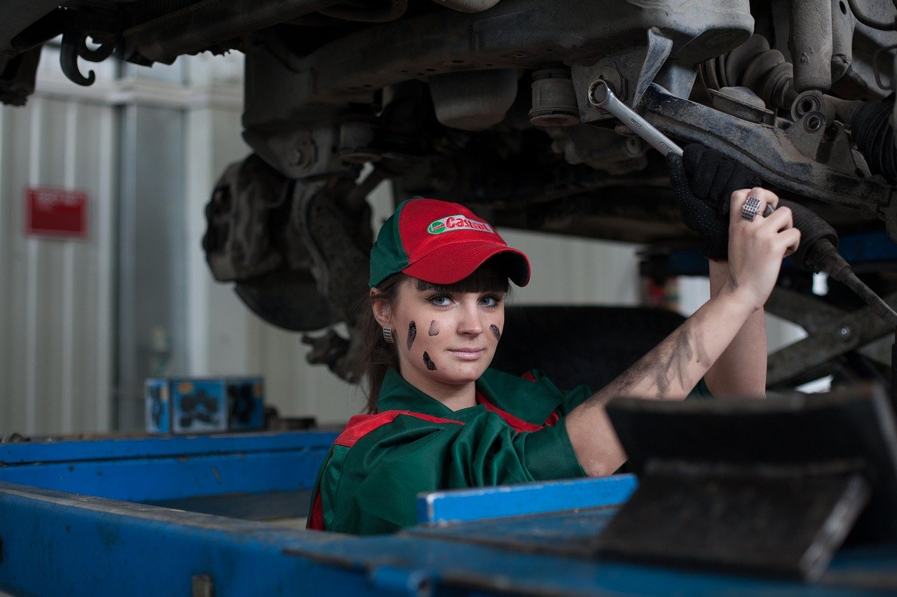 girl working in a car service shop_PD