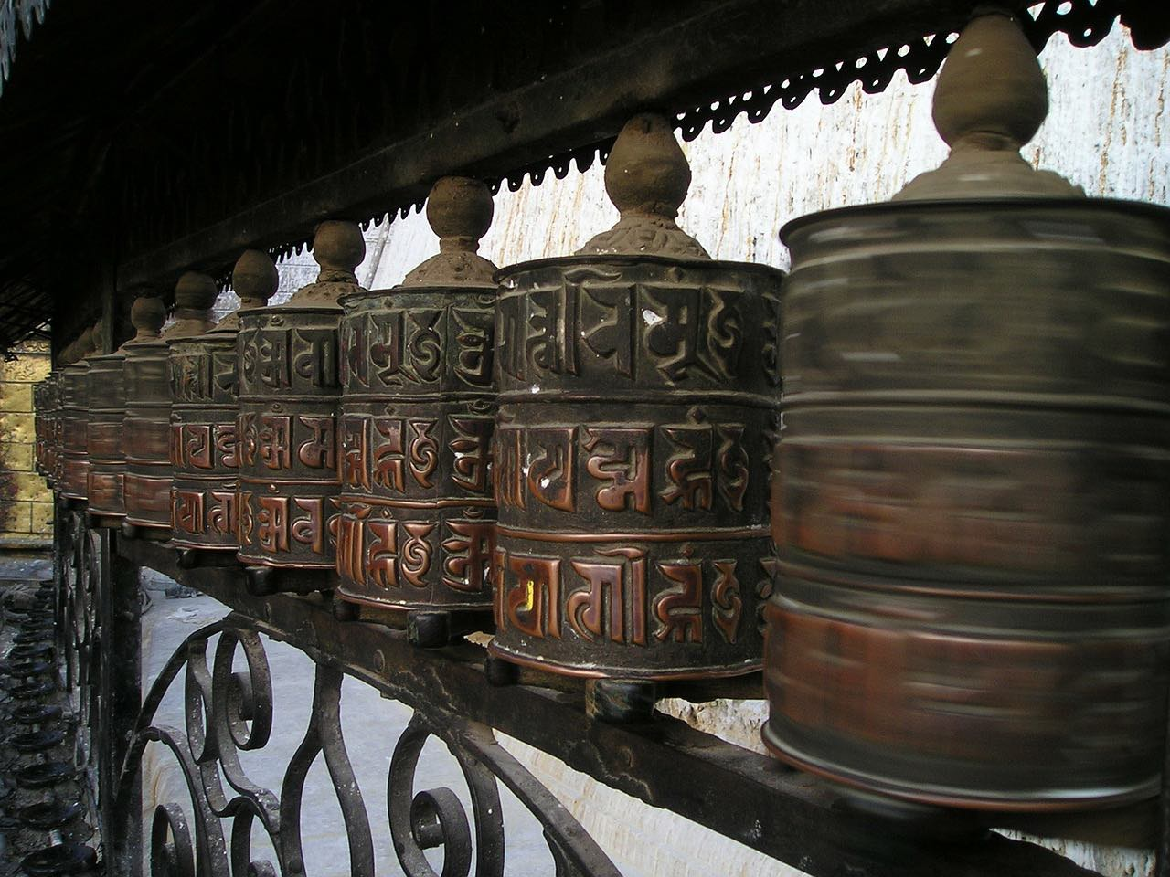 prayer wheels_tibetan buddhism_PD