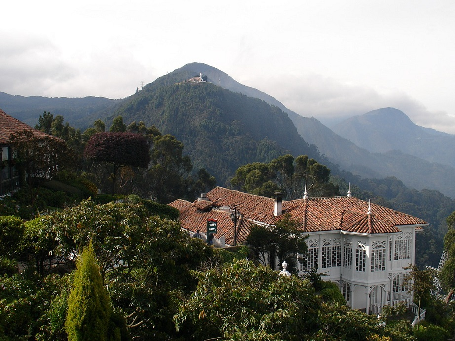 Guadalupe Hill seen from monserrate_Bogota_PD