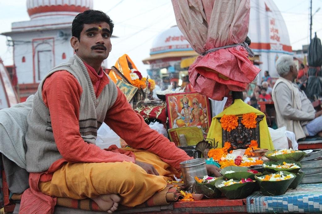 A Hindu man doing Puja worship in Haridwar India_PD