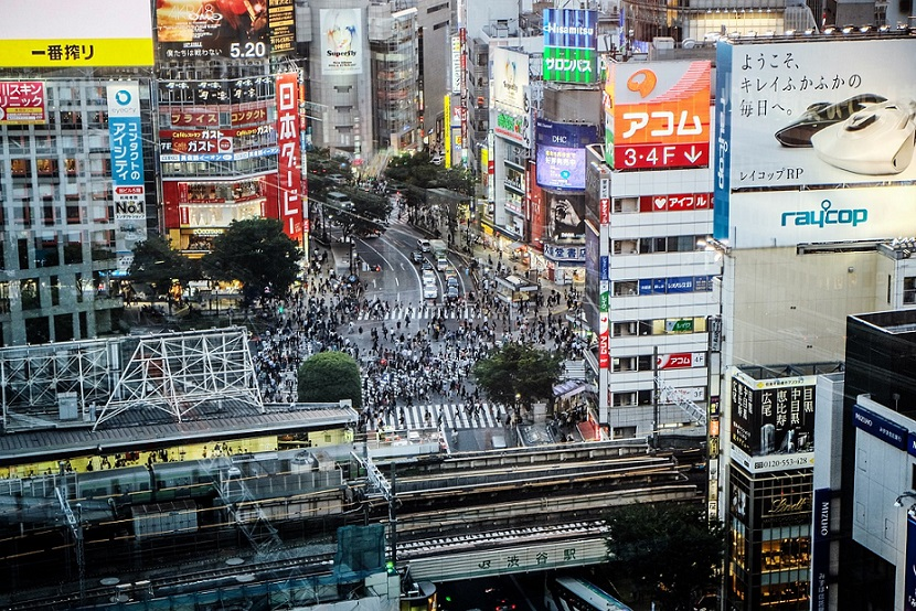 Tokyo_Japan_Crowd_Crossing Road_PD