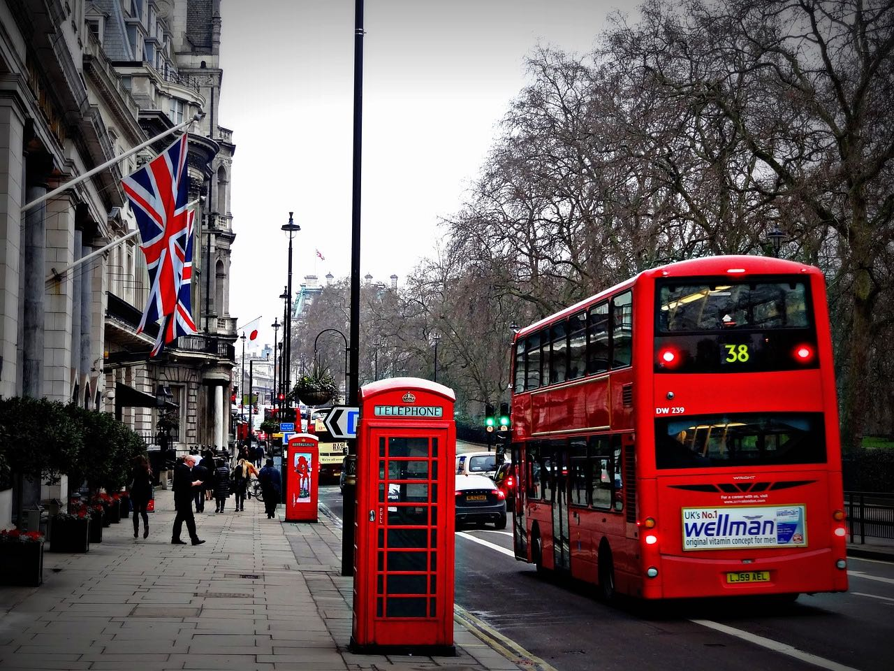 Travel to London bus_England_PD