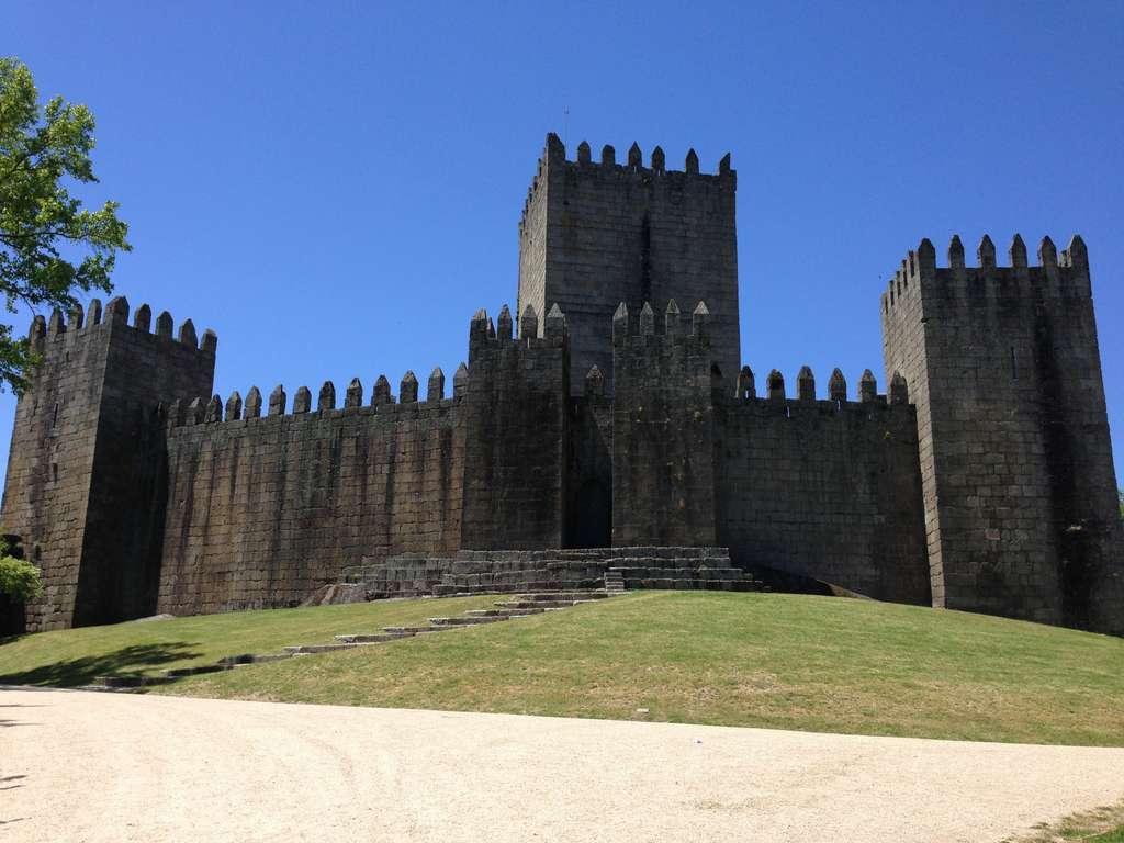 castle-guimarães-portugal