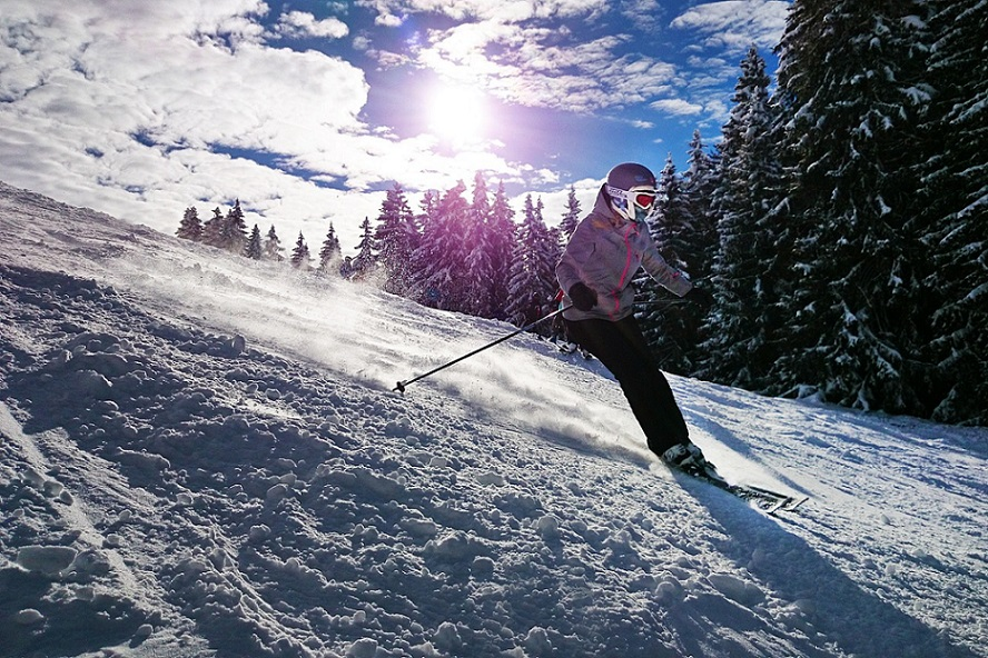 girl skiing_family_fresh snow_PD