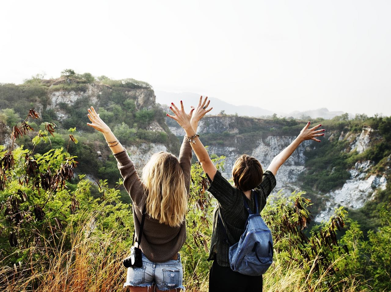 girls having fun_freedom from traveling light_PD