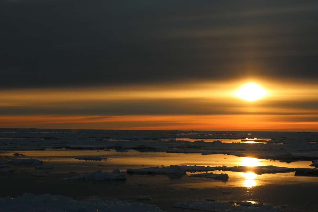 golden-sunset-antarctica_PD
