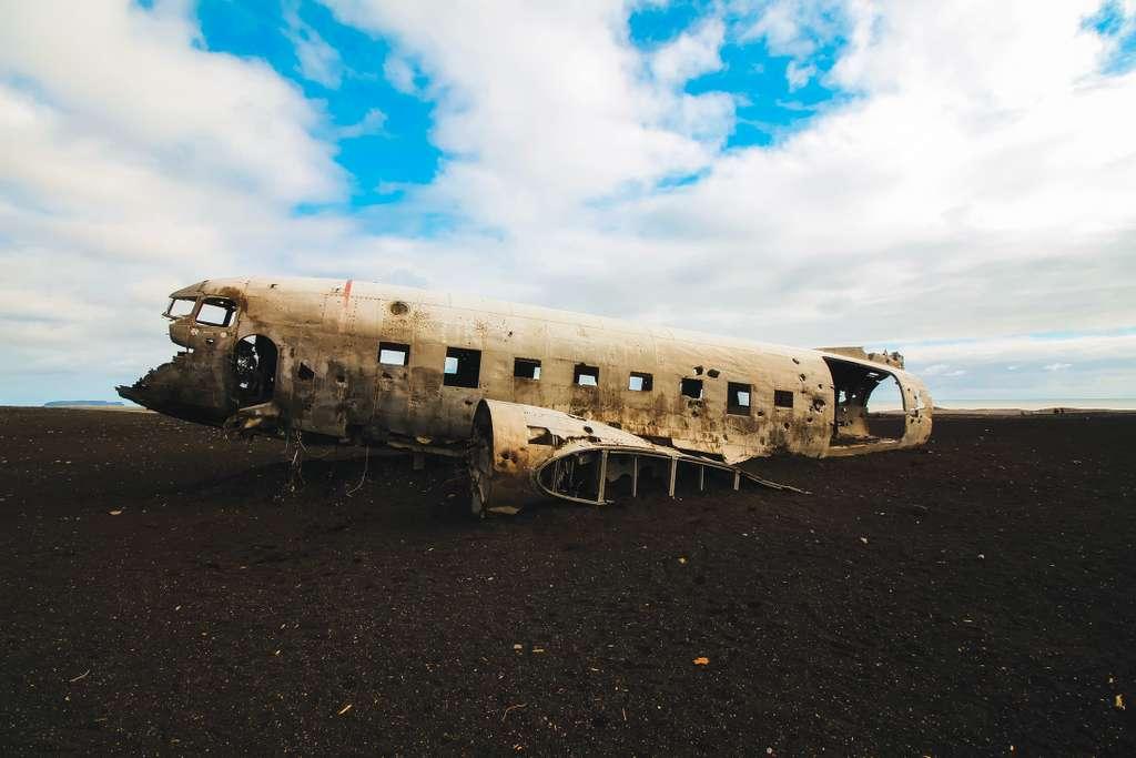 iceland-airplane-crash-site-broken
