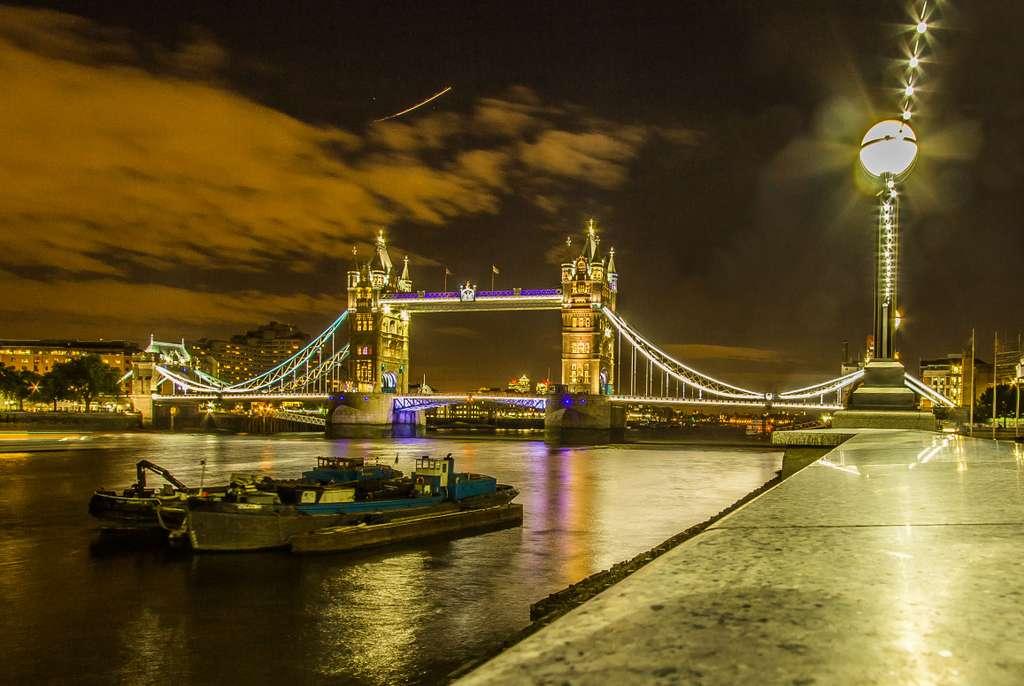 london-tower-bridge-night-england_PD