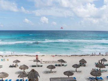 mexico-cancun-caribbean-beach-huts